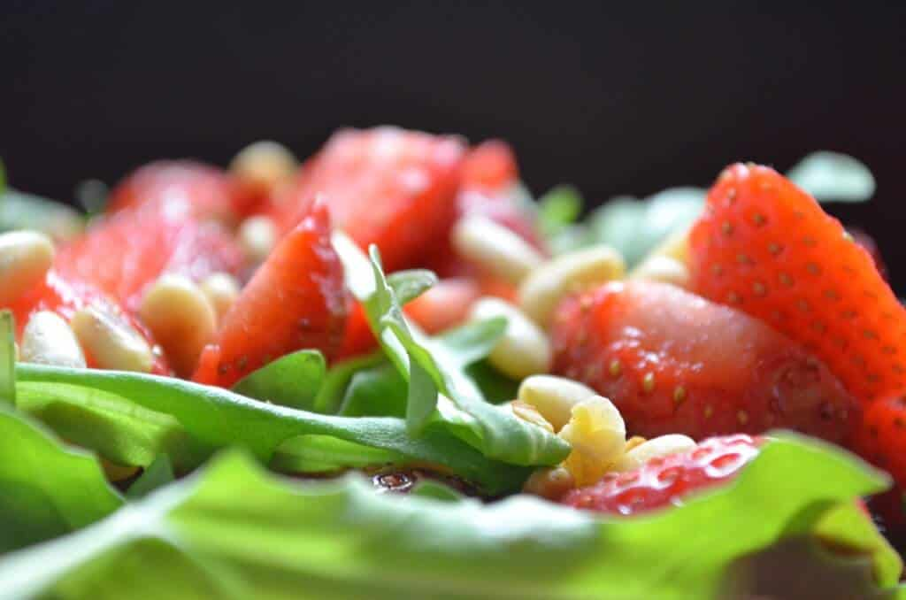 Easy Strawberry Arugula Salad