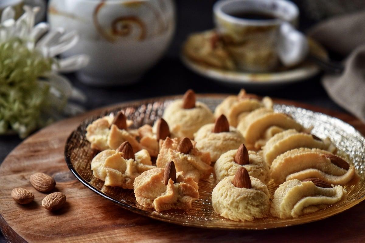A plate of amaretti cookies served alongside an espresso.