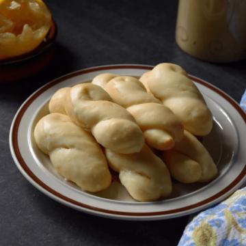 A plate of lemon cookies.