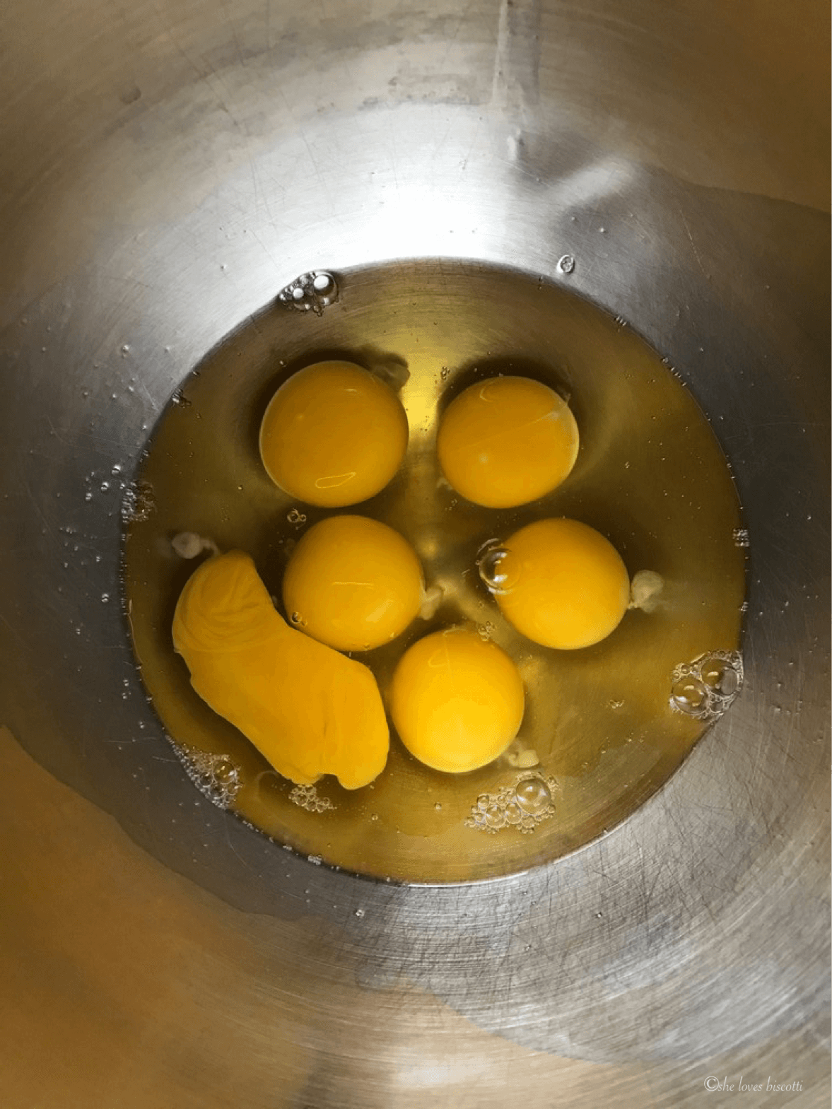 6 whole eggs in a bowl.