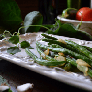 Easy Garlicky Steamed Green Beans