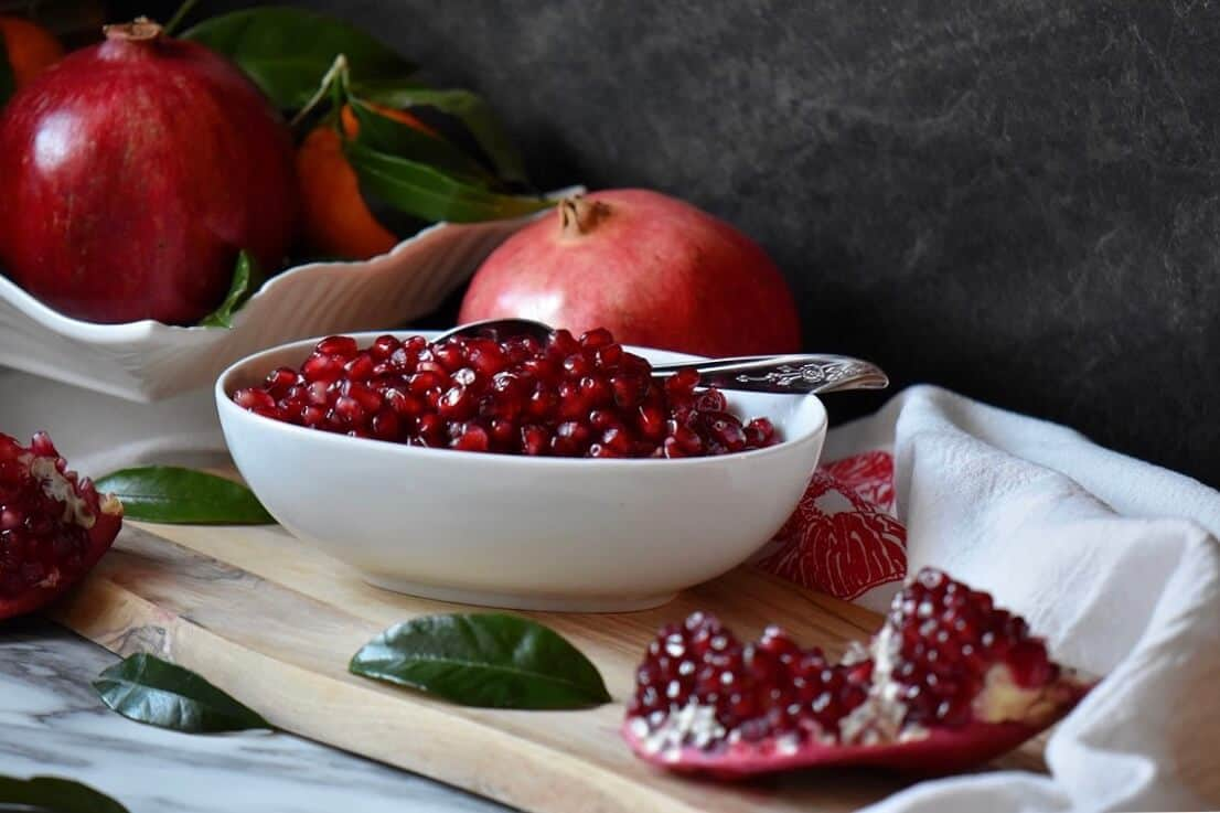 how to easily remove pomegranate seeds she loves biscotti