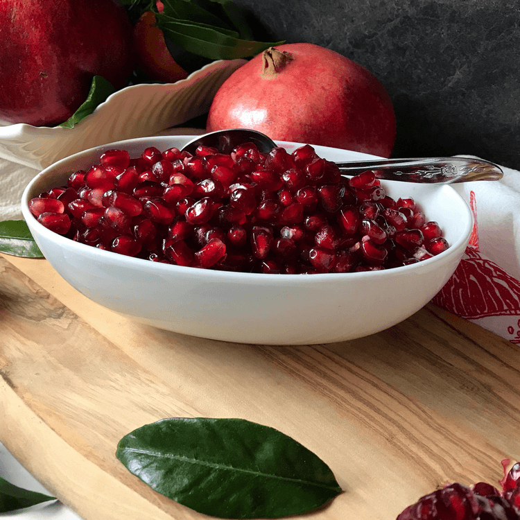 how to easily cut a pomegranate
