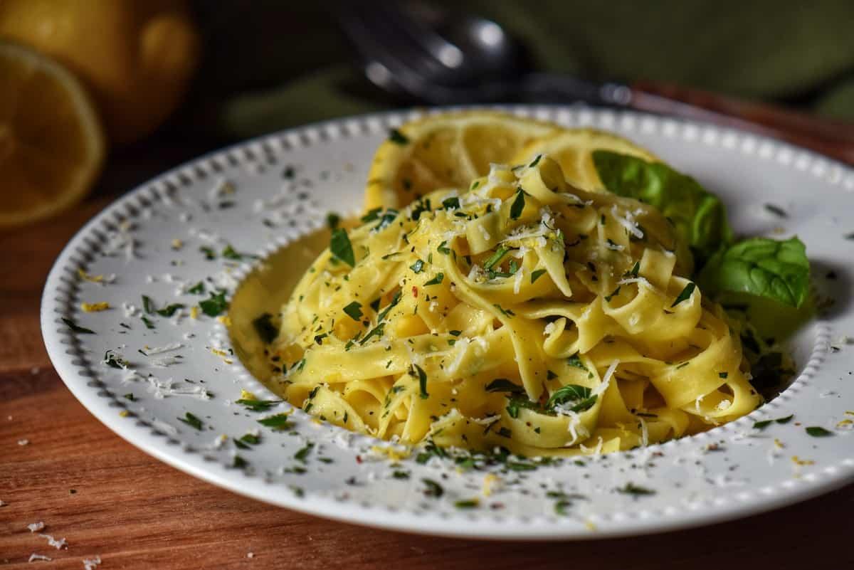 A dish filled with lemon garlic pasta.