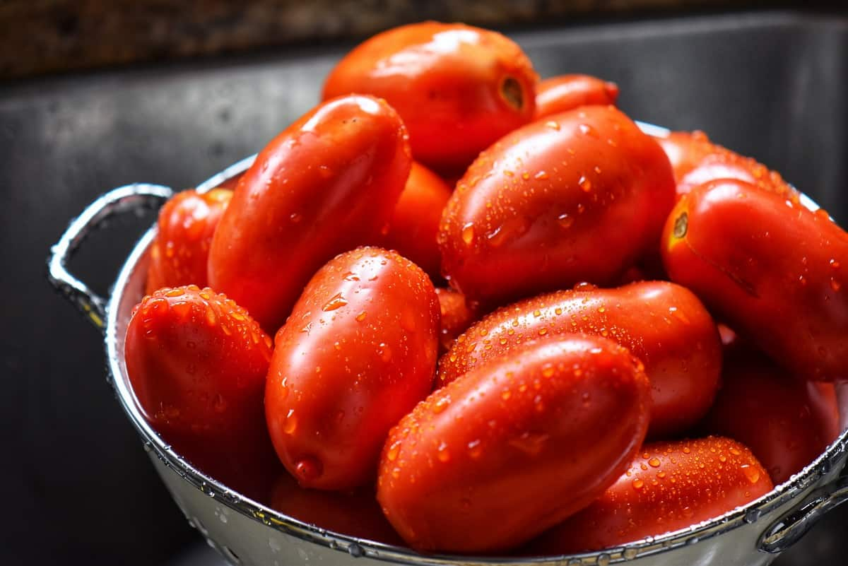 Rinsed tomatoes in a colander.